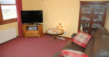Tarlogie has a comfortable sitting room with large flat-screen TV.