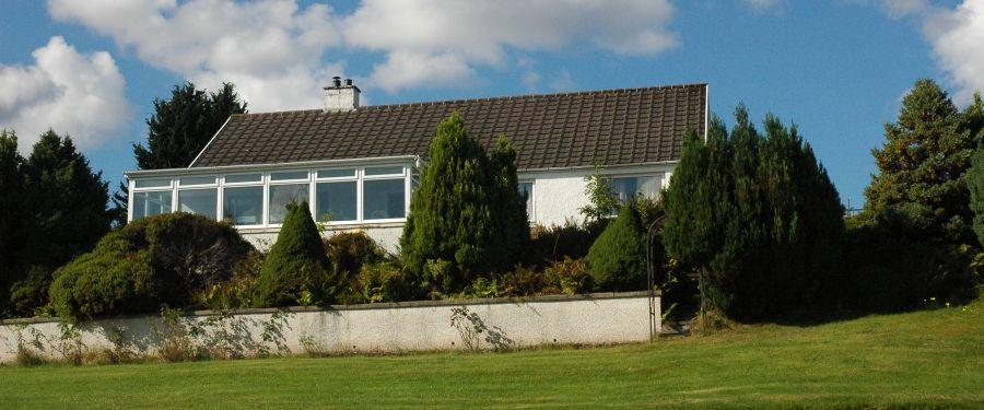 Strathardle in Lochcarron is a large 3-bedroom detached holiday bungalow in elevated position with magnificent sea and mountain views.